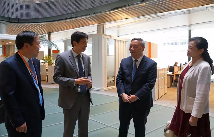 国检集团董事长姚燕、总经理马振珠陪伴宋志平董事长拜访瑞士、冰岛、瑞典